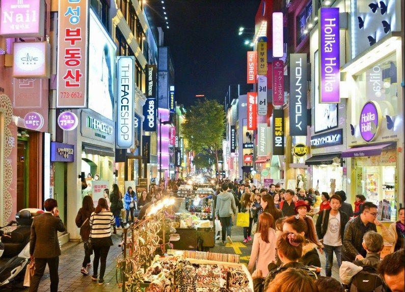 Myeongdong Street, Distrik Belanja Sekaligus Tempat Wisata di Seoul
