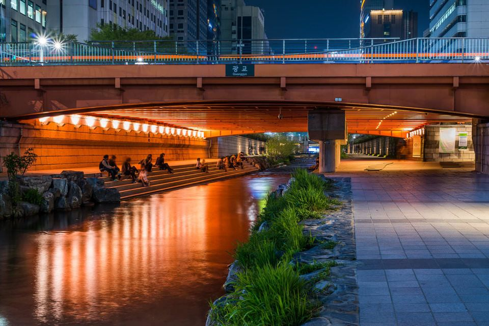 Jembatan di Cheonggyecheon Stream
