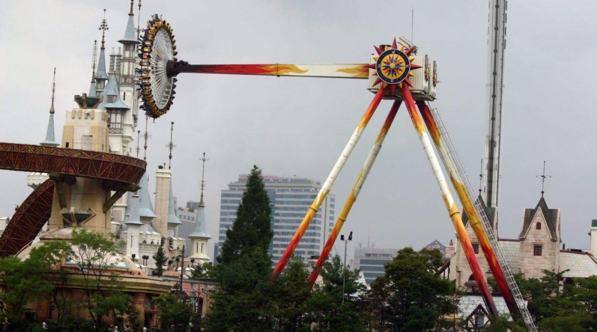 Lotte World Gyro Swing