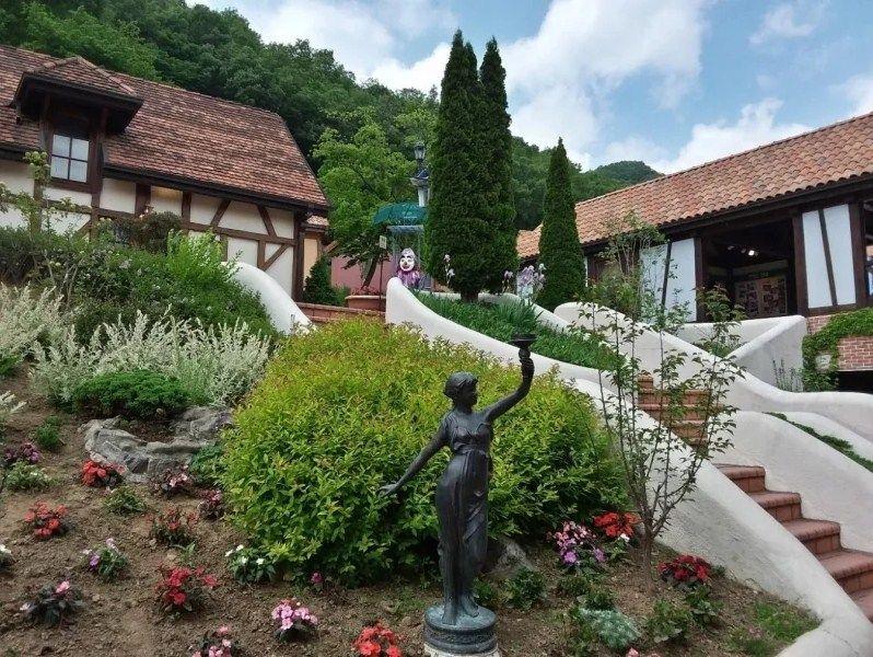Taman Bergaya Eropa Abad Pertengahan